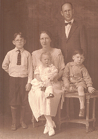 1925 Family-Of-Five Passport Photograph