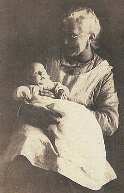 Elizabeth in Warren with her grandmother Julia circa Nov, 1923