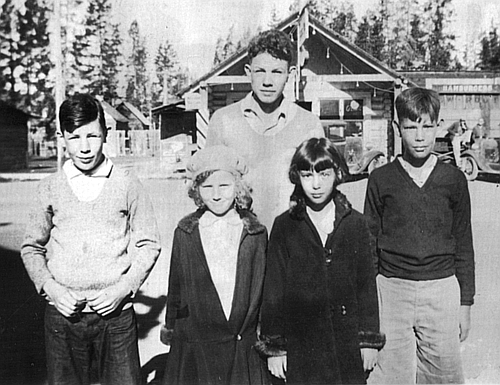 James, Elizabeth, and Harold Robinson, Betty Jeanne and Sidney Stambaugh visiting Yellowstone Natl Park, circa 1932